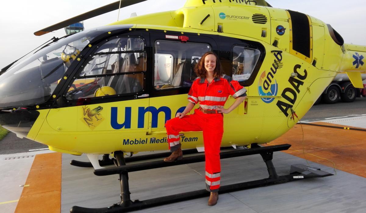 Helikopters voor traumacentra/Jorinde Bijpost poseert tijdens haar meeloopdag.jpg