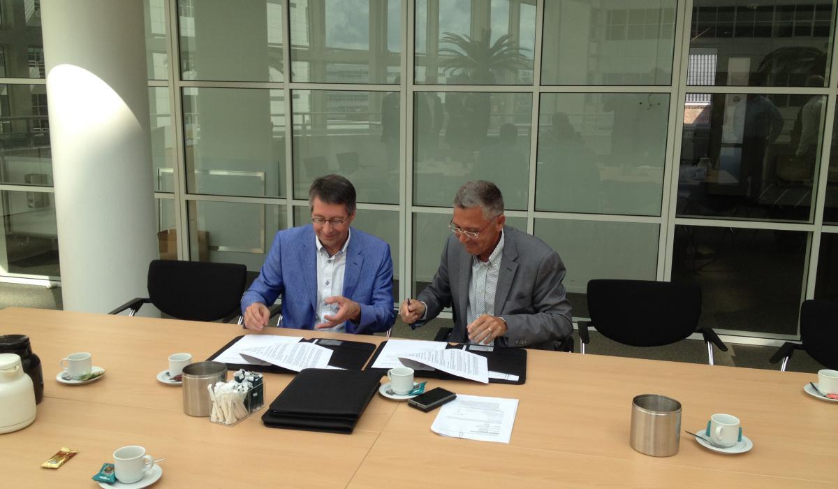 Ondertekening raamovereenkomst (groot).jpg